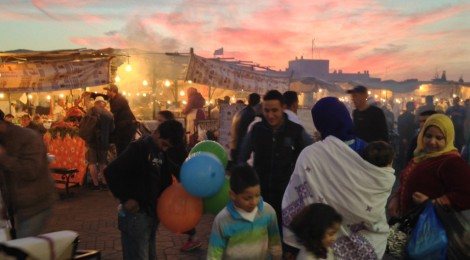 Moroccan families, Jamaa El Fna.