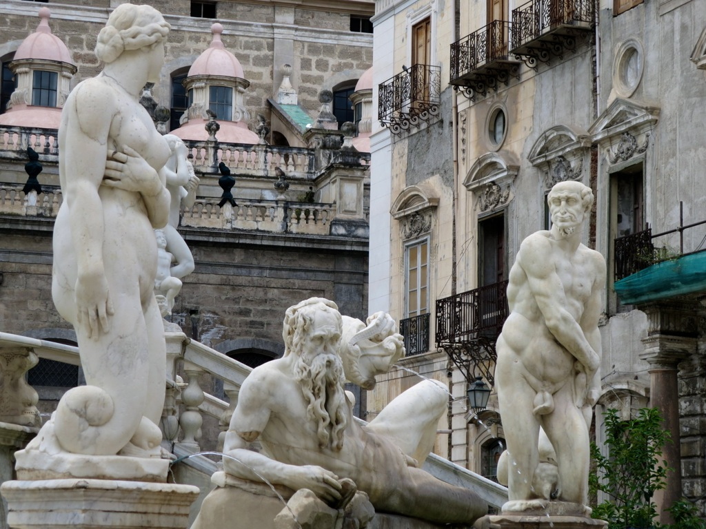 Statues wait for nightfall in the Fontana della Vergogna, Palermo